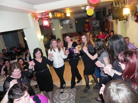 Χοροεσπερίδα στη Δολίχη από το Σύλλογο Γονέων