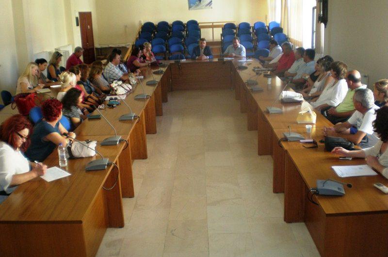 Συνάντηση εργασίας Ευαγγέλου – Δ/ντών για τα σχολεία