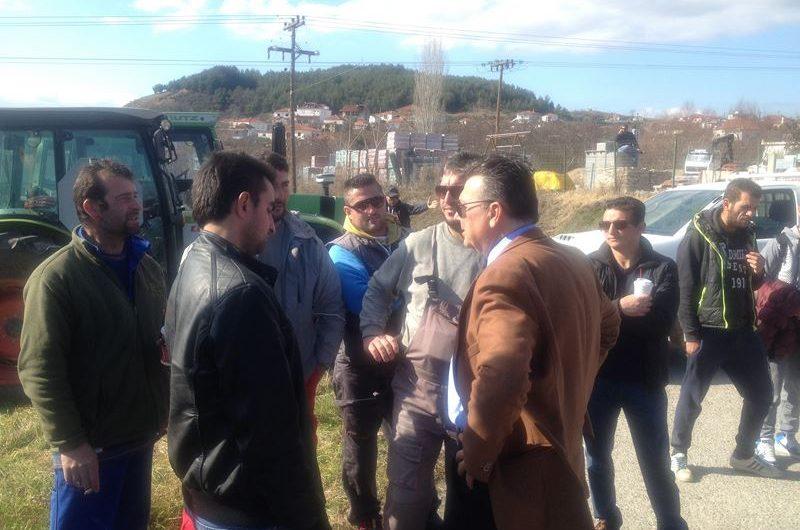 Στα μπλόκα των αγροτών ο Δήμαρχος Ελασσόνας