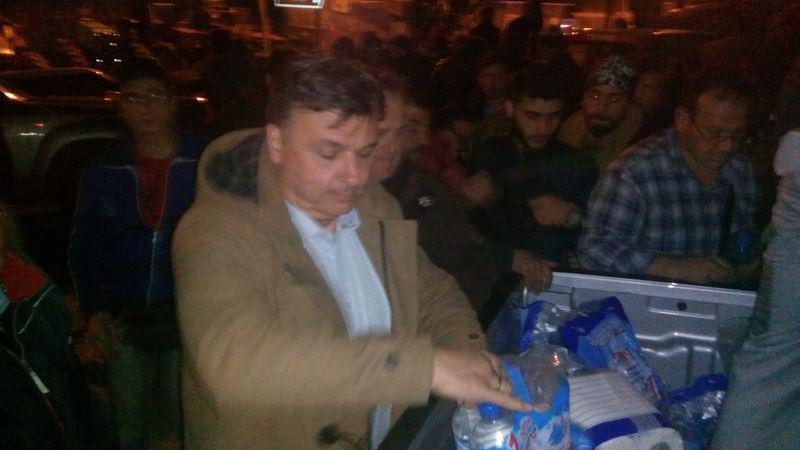 «Εγκλωβίστηκαν» πρόσφυγες στο Μικρό Ελευθεροχώρι – Νερό και τρόφιμα προσέφερε ο δήμος