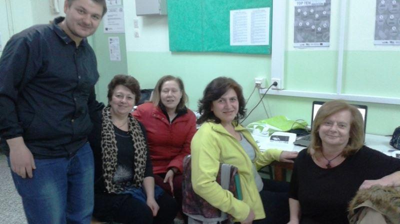 Ελασσονίτης εκπαιδεύει τα ΚΑΠΗ Λάρισας στο ίντερνετ και τις νέες τεχνολογίες