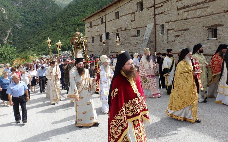 Κοσμοσυρροή στην Ιερά Μονή Σπαρμού Ολύμπου