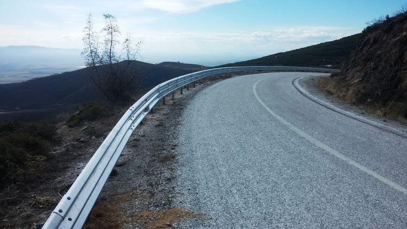 Περιφέρεια Θεσσαλίας: Τοποθέτηση στηθαίων στο οδικό δίκτυο της Π. Ε. Λάρισας