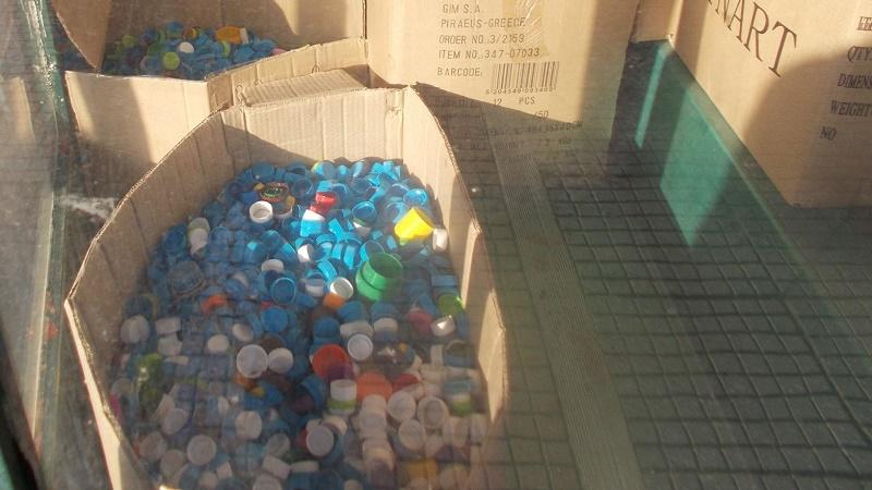 Συγκέντρωσαν πλαστικά καπάκια στην Τσαριτσάνη