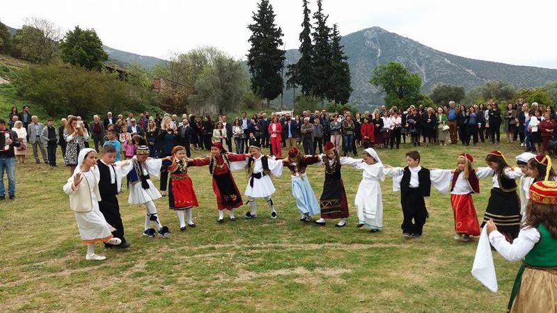 Αναβίωσε με επιτυχία το έθιμο του Πασχαλιάτικου Χορού στην Τσαριτσάνη