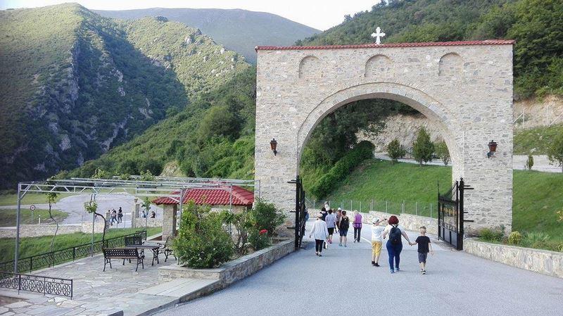 Ιερά Αγρυπνία στη Μονή Αγίας Τριάδος Σπαρμού Ελασσόνας