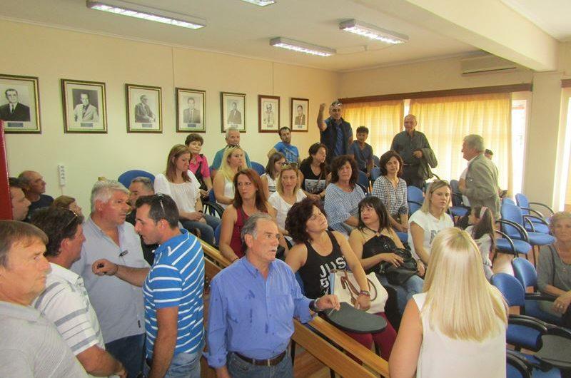 Δυναμική κινητοποίηση κατοίκων της Καρυάς στο Δημαρχείο Ελασσόνας