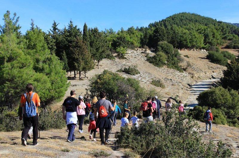 Περπάτησαν στα μονοπάτια του βουνού και του δάσους στην Τσαριτσάνη