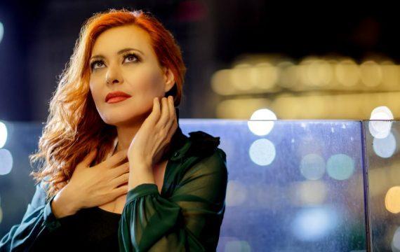 Η Ελασσονίτισσα Χριστίνα Γκόλια και η μπάντα της εμφανίζονται στο «Θέσις 7» στην Αθήνα