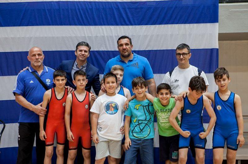 Βράβευση Θ. Παιδή από την Ελληνική Ομοσπονδία Πάλης στο πλαίσιο του πανελλήνιου παιδικού πρωταθλήματος