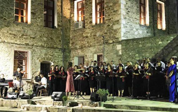 Μία μαγική βραδιά από τη μικτή χορωδία του Μορφωτικού Συλλόγου Τσαριτσάνης