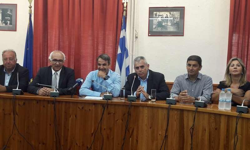 Τον Κυριάκο Μητσοτάκη υποδέχτηκε στη Δεσκάτη ο Μαξ. Χαρακόπουλος