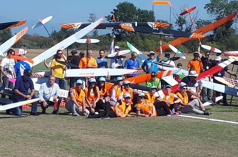 Αερολέσχη Λάρισας: Γέμισε ανεμόπτερα ο ουρανός της Λάρισας