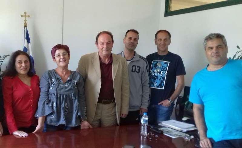 Επίσκεψη Συλλόγου Δασκάλων Ελασσόνας σε Διευθυντή Πρωτοβάθμιας Λάρισας