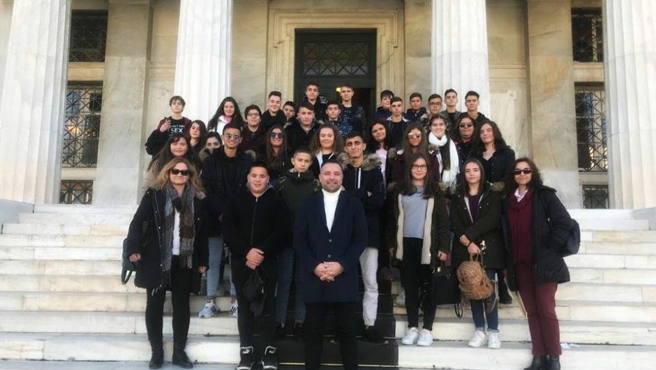 Στη Βουλή με μαθητές της Τσαριτσάνης ο Γ. Κατσιαντώνης