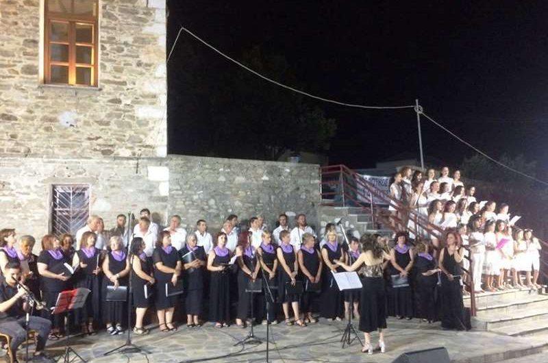 «Μαγευτική» η συναυλία-αφιέρωμα στον Σταυρό Ξαρχάκο στην Τσαριτσάνη