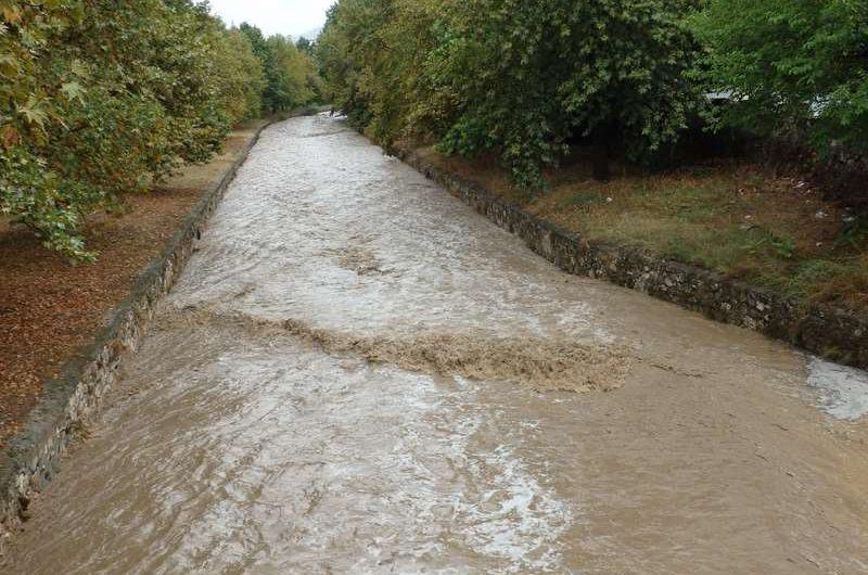 «Φούσκωσε» ο Ελασσονίτης ποταμός